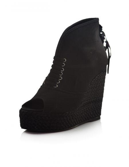 Siyah Dolgu Topuklu Açık Burunlu Ayakkabı